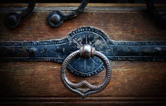 doorknocker-1946649_1280